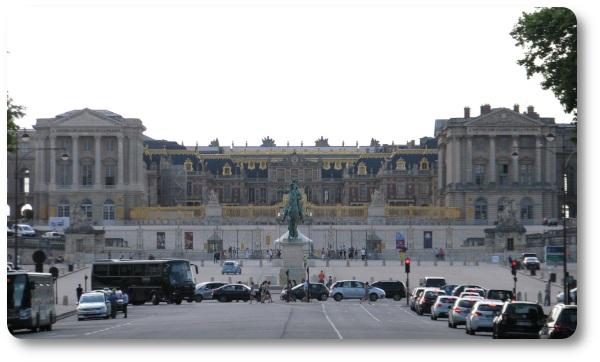 Lo château di Versailles visto dall'avenue de Paris