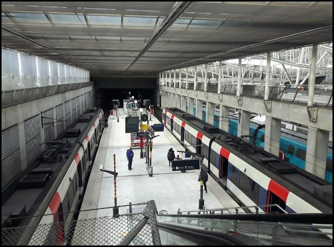 La banchina d'attesa del RER B