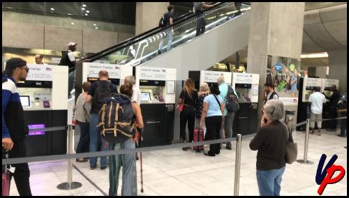 I distributori automatici dove acquistare i biglietti per il RER B. Per gentile concessione di Ice