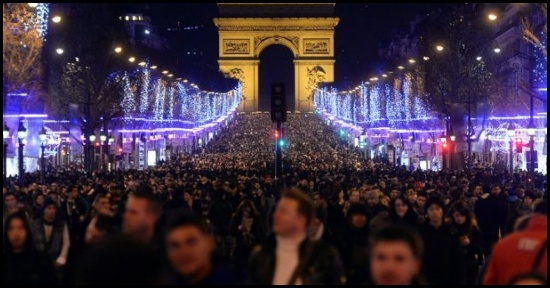 Gli Champs Élysées durante il capodanno 2014
