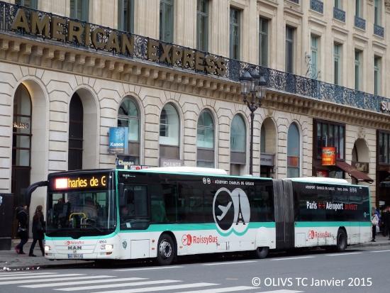 Il RoissyBus in sosta presso il suo capolinea a Parigi