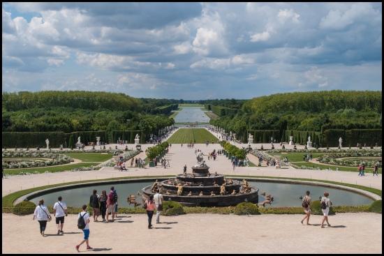 Vista sui giardini e sul parco della reggia di Versailles dal bacino di Latona (2012)