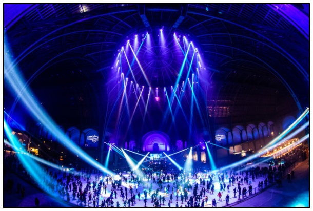 L'interno del Grand Palais durante la sessione serale