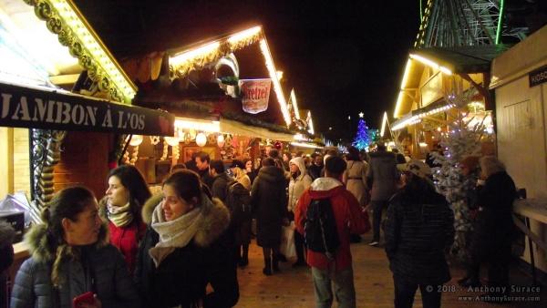 Alcuni stand del mercatino natalizio nel jardin des Tuileries