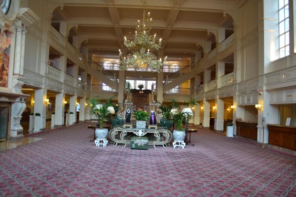 La hall del Disneyland hotel