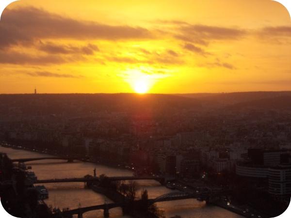 Il tramonto dal secondo piano della torre Eiffel