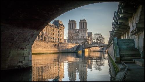La cattedrale di Notre Dame da sotto il pont Saint Michel